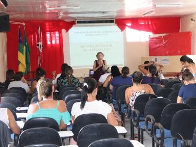 Aula ocorreu no auditório da Secretaria Municipal de Educação