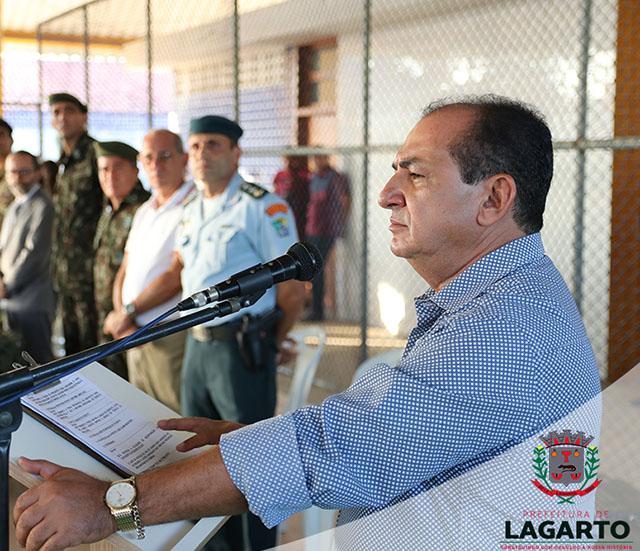 Valmir durante cerimônia de incorporação de novos atiradores ao Tiro de Guerra (Foto: Secom PML)