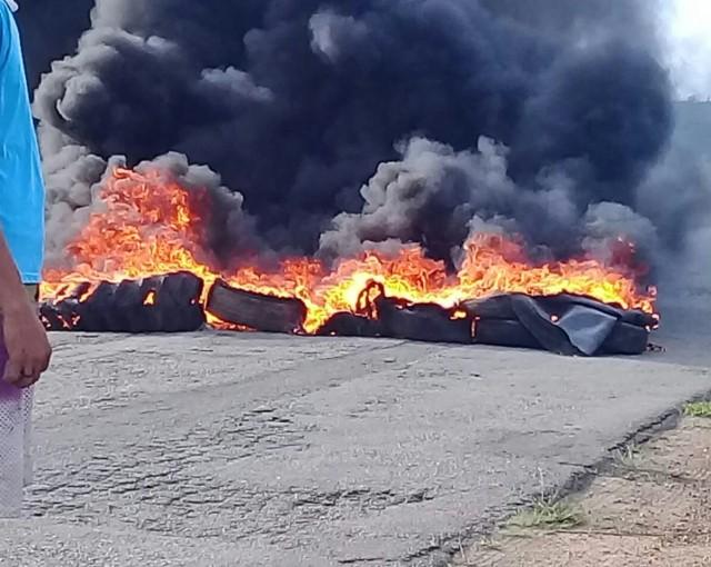 Foto divulgada no começo da queima de pneus