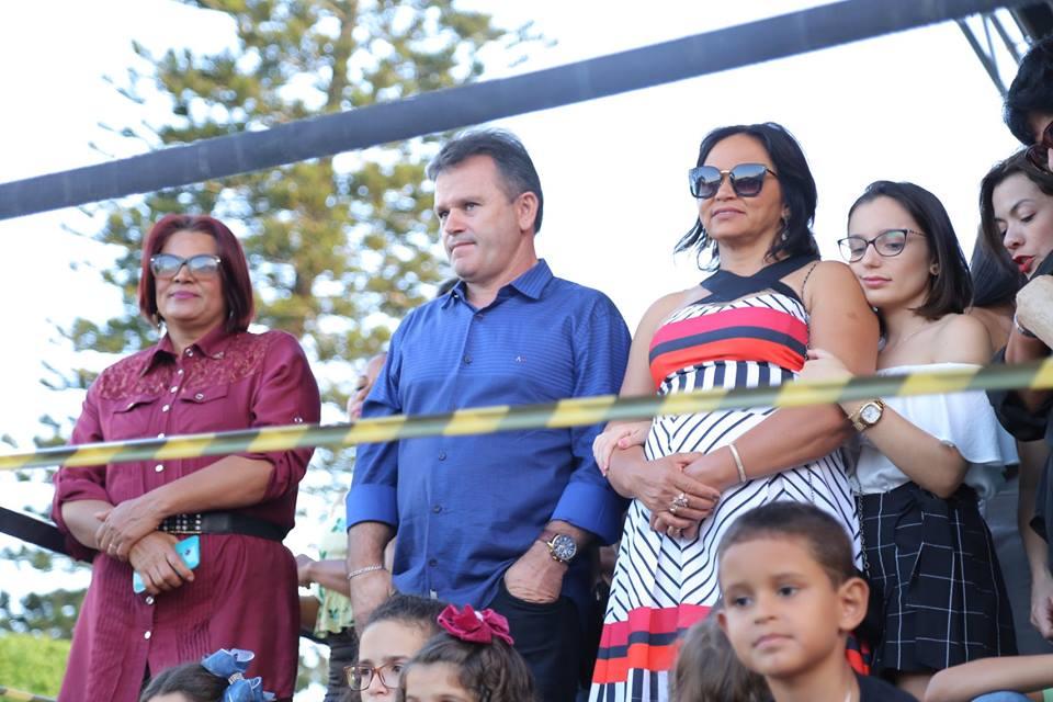 Prefeito Marival Santana durante ato cívico